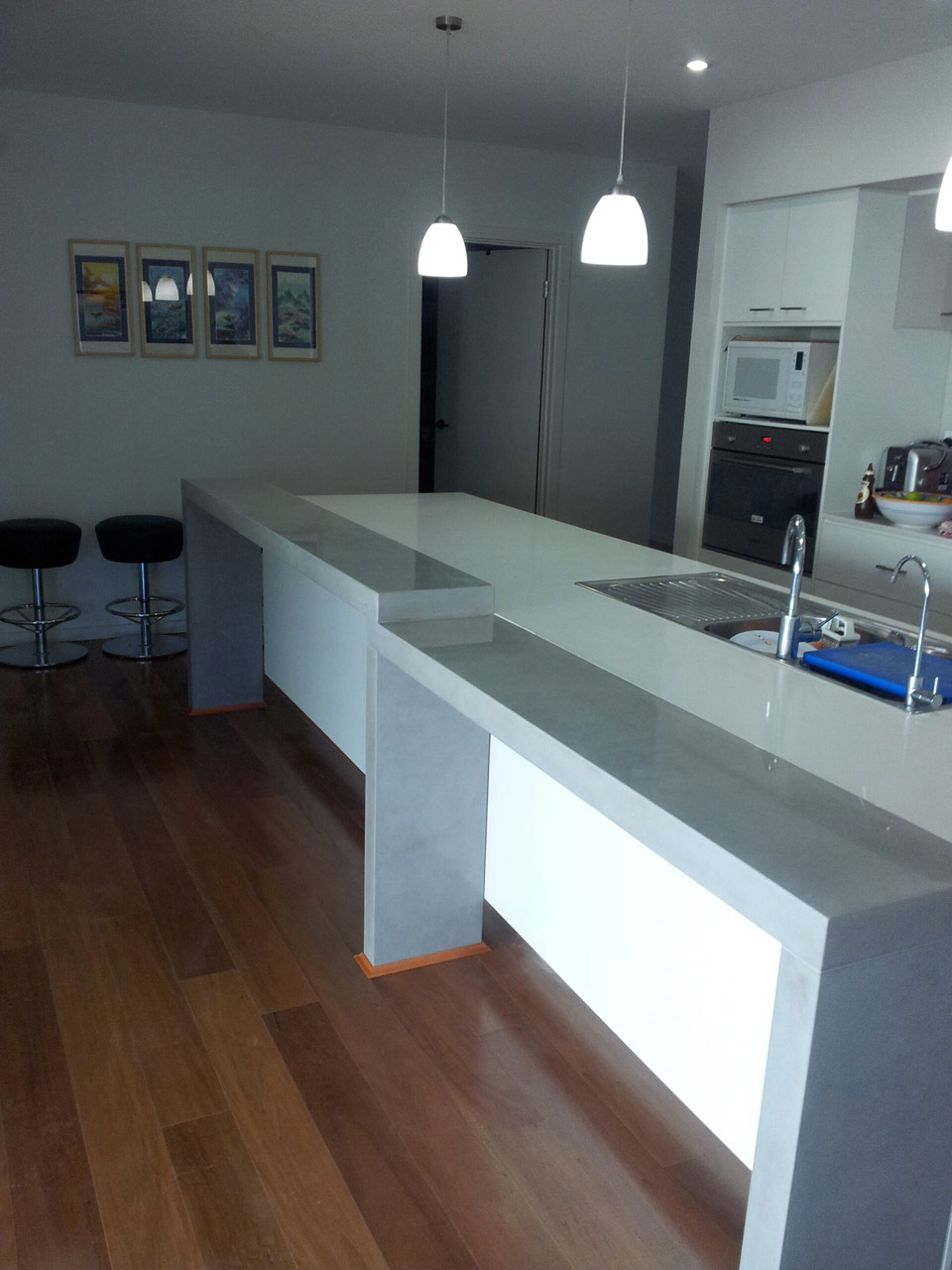 Stepped bench top